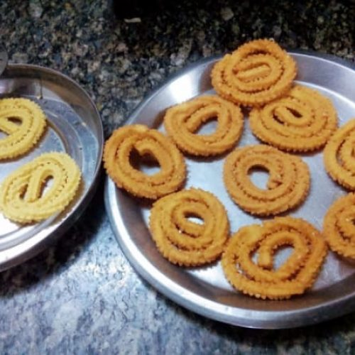 Chakli cooking process