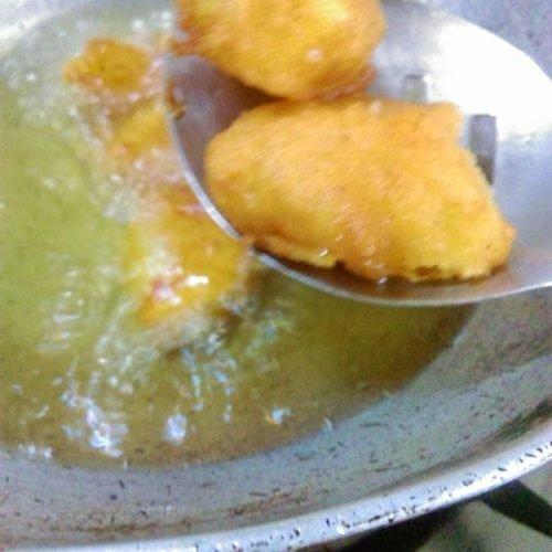 Fry dipped potato cubes for Potato 65 Recipe