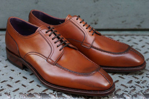 Split-toe-blucher